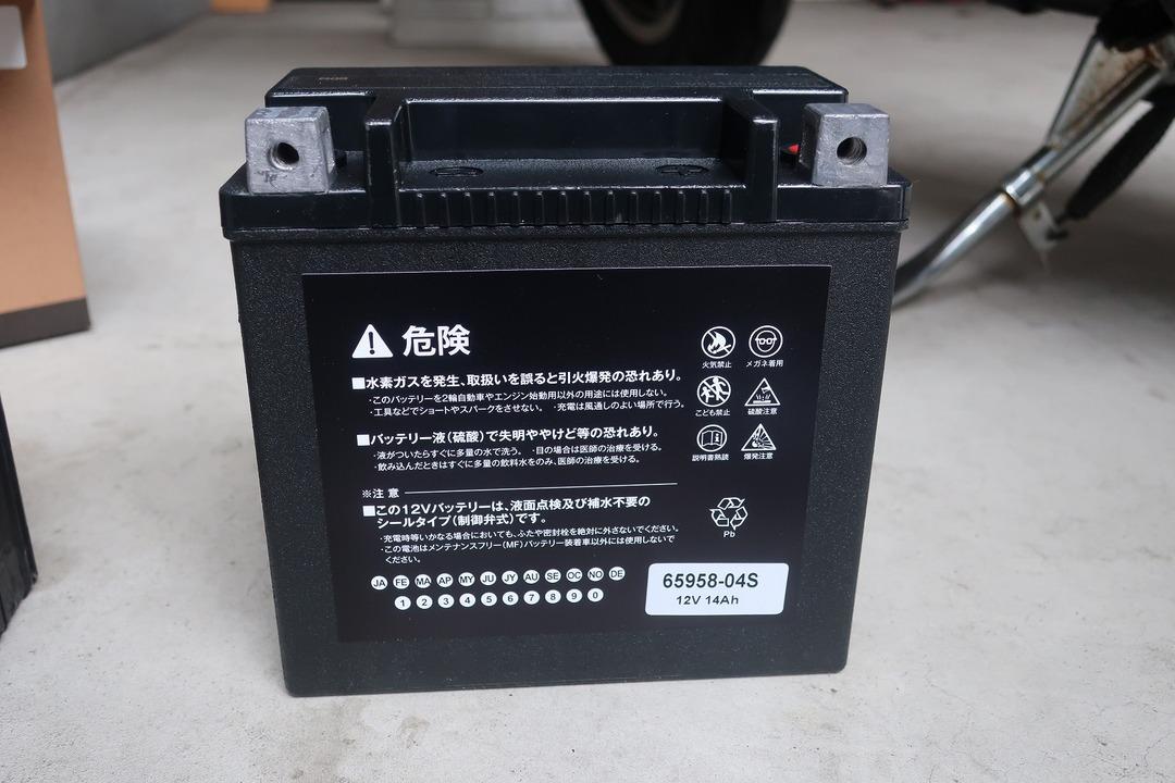 スポーツスター883Rバッテリー交換 (8)