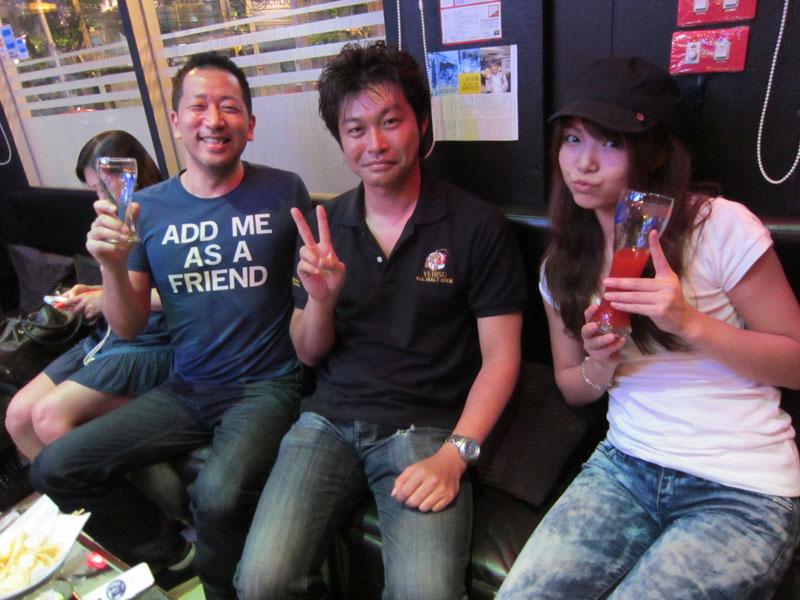 島袋浩さんと篠めぐみちゃん タグ :島袋浩篠めぐみタイバンコク バンコクの日本式バー「ウッドボー