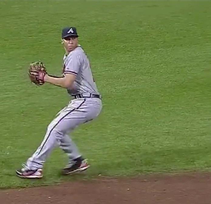 野球動作分析強化指導サイト「ヤキュウモーション」MLBアンドレルトン・シモンズ内野手の送球フォーム連続写真(2)コメント