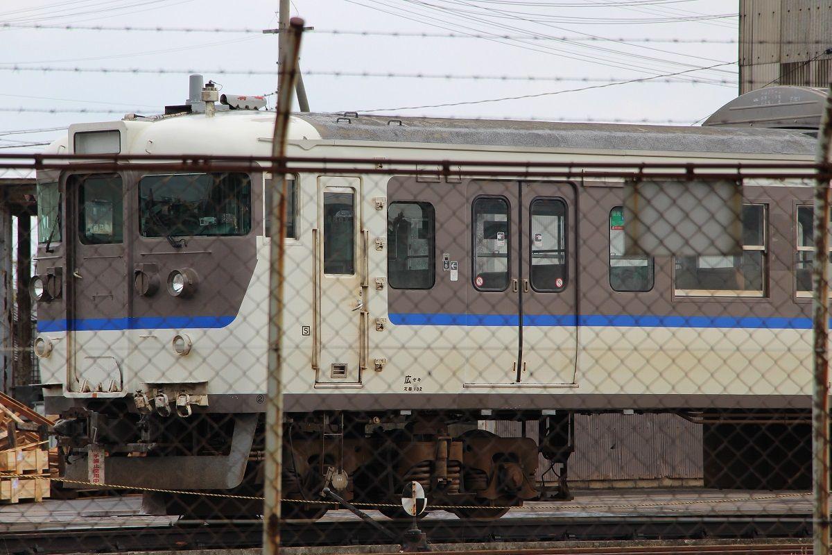 後藤総合車両所で解体を待つの115系O-04編成・L-13編成 (2019/2/17 ...