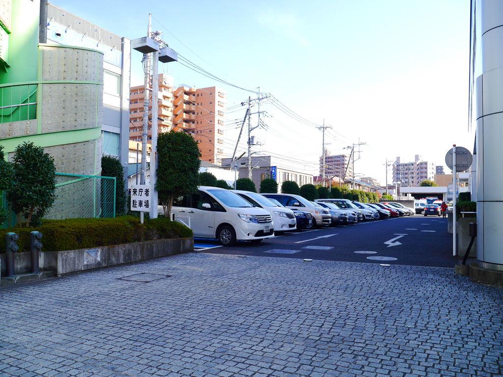 浦和警察署に平日朝イチから免許...