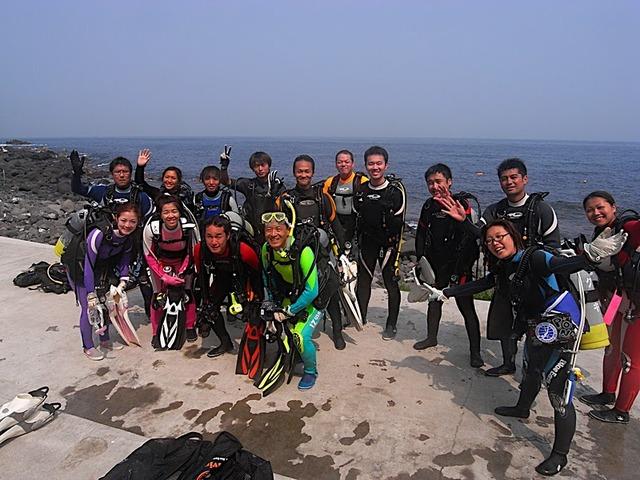 たくさんの仲間とダイビング