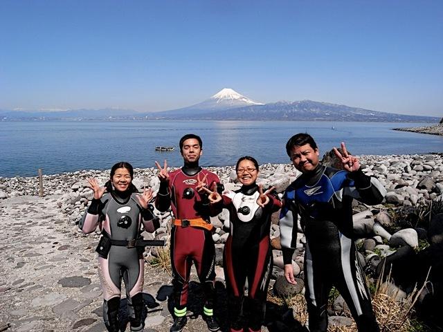 富士山見ながらダイビング
