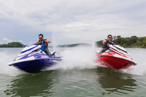 yamaha-waverunners-2018-gp-1800-red-blue-crusing