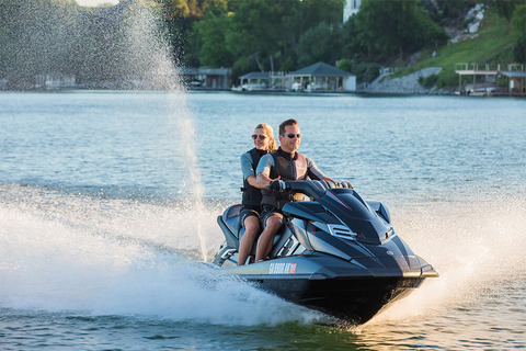 yamaha-waverunners-2018-fx-crusier-svho-black-crusing