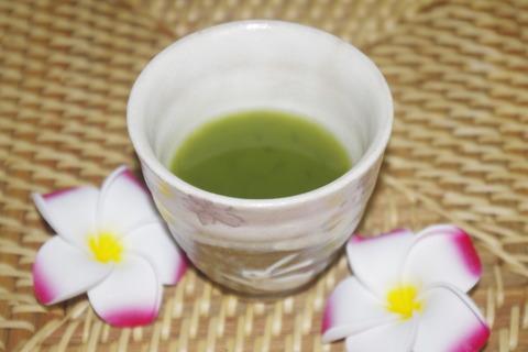 エバーライフ飲みごたえ野菜青汁をお湯で作る