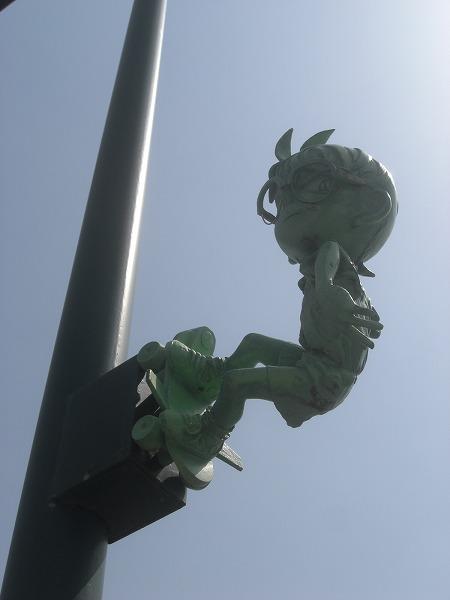 街灯の上にコナン?
