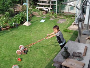 あやとんは芝刈り機