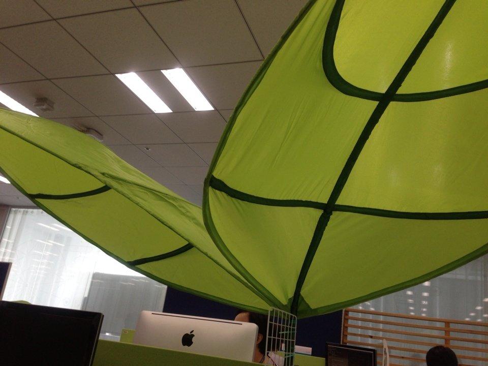 Ikeaの葉っぱをデスクに装備した Hackmylife