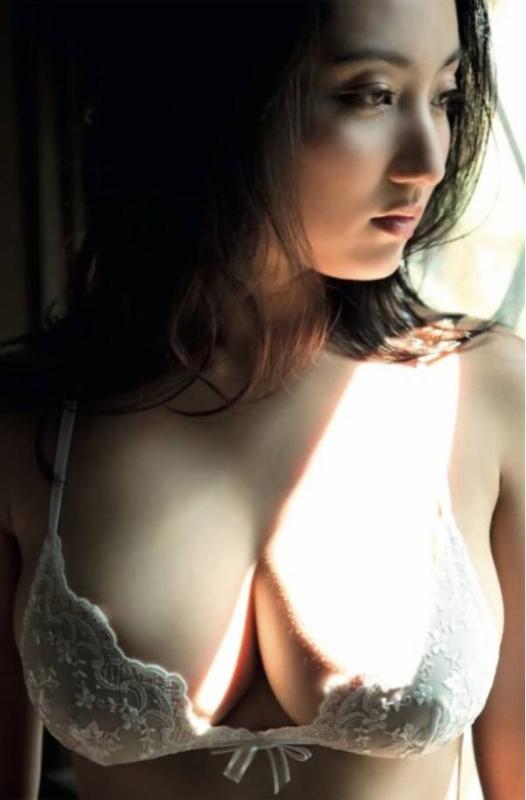 【巨乳速報】巨乳JCこと紗綾さん(23)、お乳の成長がとどまる所を知らないwwwwwwwwww