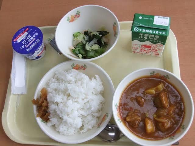 【画像】千葉県VS埼玉県 給食で圧倒的な差があったww