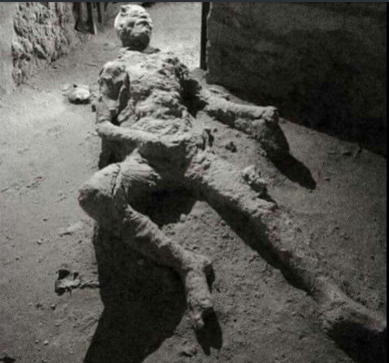 【画像】オナニーしたまま死んだ奴がポンペイ遺跡で見つかるwwwwww