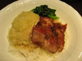 叉焼白鶏飯(香港式叉焼&蒸し鶏のせご飯)