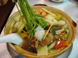 翡翠海鮮砂鍋湯麺