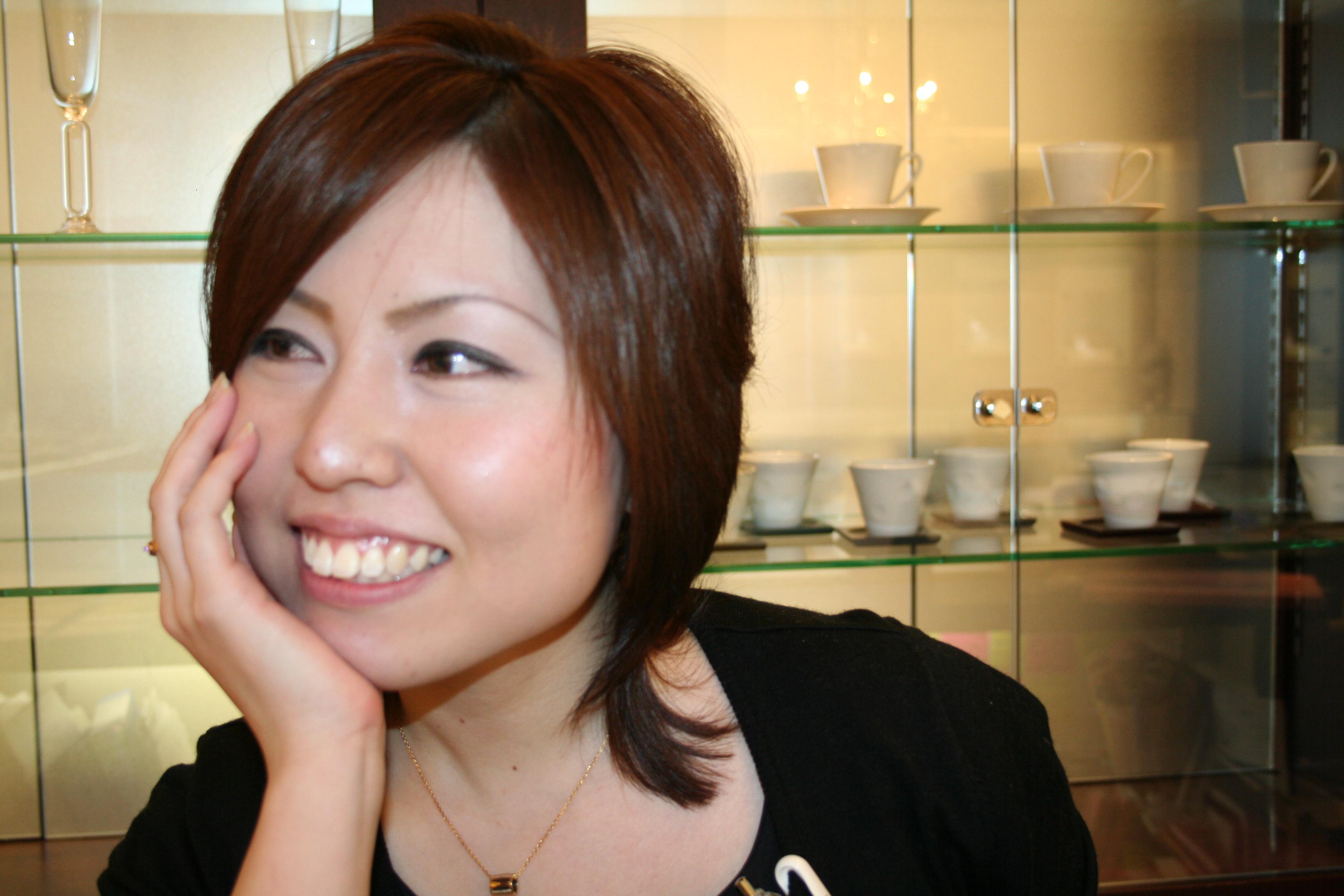 それはさておき色は、『ピンクアッシュ』を注文したみたいで髪型は、 『JJの加藤夏希みたいにしてください』 ってオーダーしたようです。