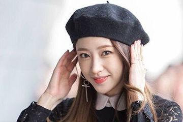 韓国で人気のアイドルEXIDのハニちゃんのキュートなベレー帽
