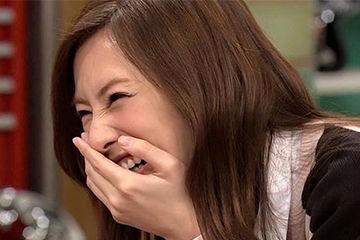 クシャッと笑う女性の顔にときめく男性が大量発生