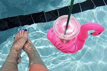 a286d00fcc4aa69d1dca72c220dbabb1--pool-drinks-summer-sun
