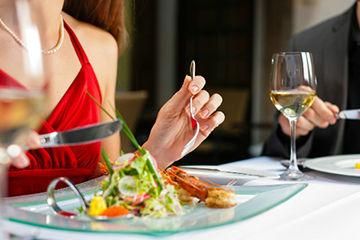 男性が女性との食事中に気になること
