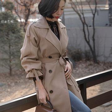 袖がかわいいトレンチコートがオシャレ