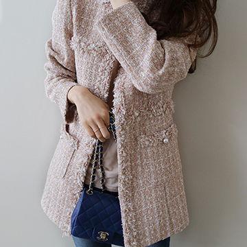ツイードにパールが付いているかわいいジャケットが春にピッタリ
