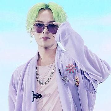 韓国アイドルBIGBANGのG-DRAGONのエメラルドグリーンヘア