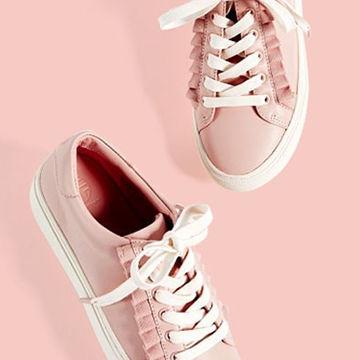 ピンクのスニーカーが春らしくて可愛い