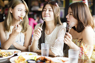意外と見られている女性の食事マナー