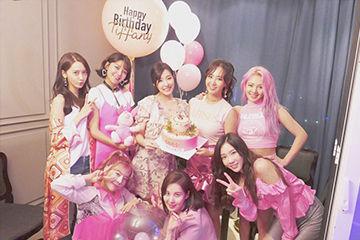 ピンクがドレスコードの、少女時代Tiffanyのセンイルパーティー