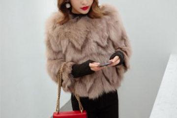 プードルみたいで可愛い、キャラメルカラーのファーコート