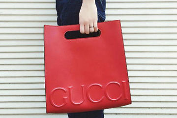 GUCCIのロゴが印象的なバッグ