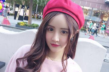 勇気を出してカラーのベレー帽に挑戦!ピンクのベレー帽