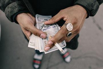 男の子の毎月1番お金を使っているのは何に?