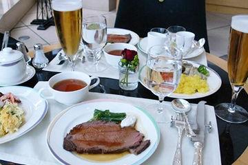 料理が豪華な帝国ホテルのビュッフェ