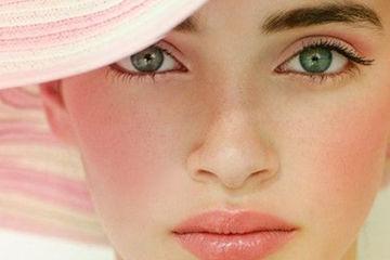 ピンクメクで春らしいフンワリ顔へ