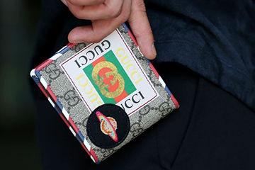 GUCCIのロゴがかわいいPOPなデザインのお財布