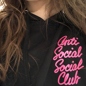 antisocialsocialclubのパーカー