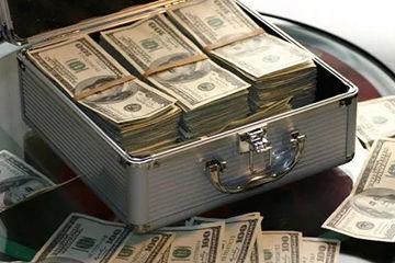 毎月1番お金を使っているのは何に?