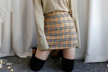 BURBERRYチェックのスカートが可愛くって大人気