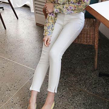 デートに来てきて欲しい春服は白スキニー