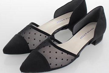 シースルーの靴が可愛い