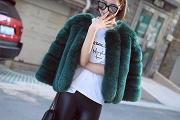 ハイセンスなグリーンのファーコート