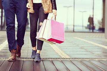 買い物でデートでお互いの趣味を把握!