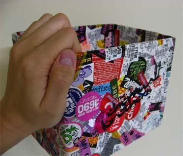 CDについてくるシールを貼りたくった抽選箱