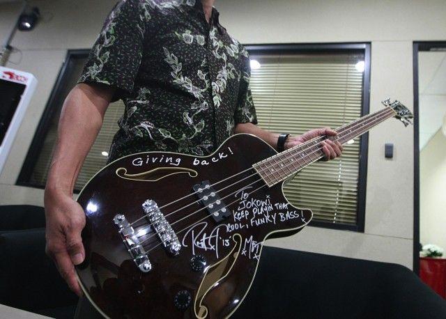 メタリカ情報局ロバート・トゥルージロが送ったベース・ギターの行方がニュースに。コメントコメントするトラックバック