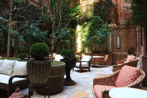 greenwich hotel courtyard