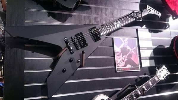 james_hetfield_guitar_2016_2