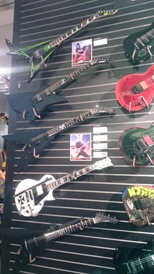 james_hetfield_guitar_2016_3