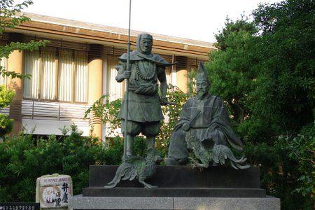 闘鶏神社の弁慶親子像