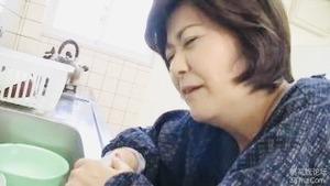 田舎から来たデカ尻祖母にエッチないたずら山口寿恵58歳